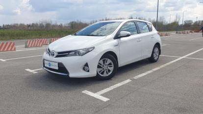 2014 Toyota Auris - front-left exterior