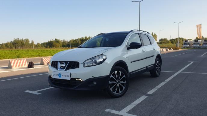 2013 Nissan Qashqai+2 - front-left exterior